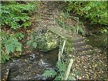 SE0927 : Footbridge over Shibden Brook by Humphrey Bolton