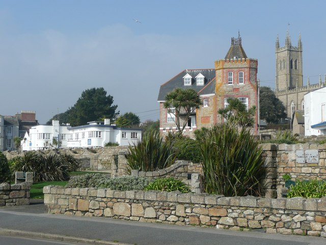 Contrasting buildings in Penzance