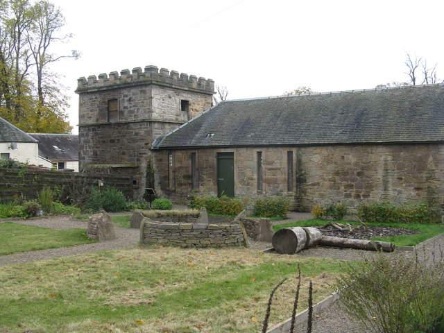 Doocot and kennels at Callendar House