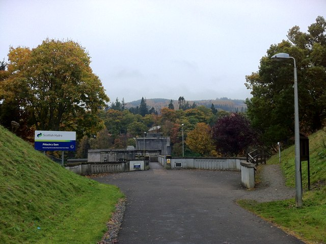 Approaching Pitlochry Dam
