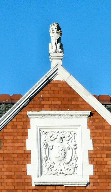 Chestergate cartouche and finial