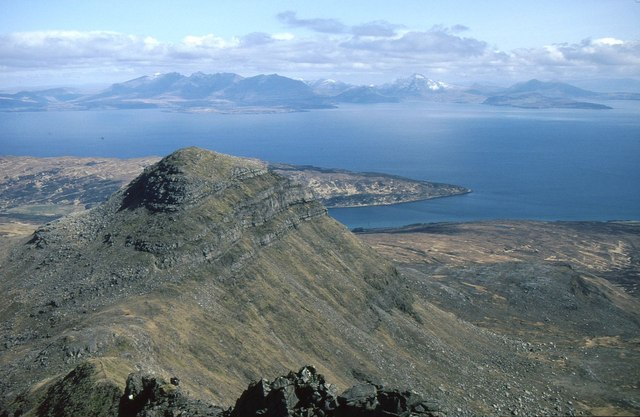 Looking down the north ridge of Askival to Hallival