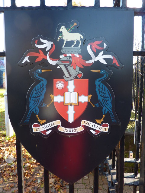 S 90 3 >> The crest of Liverpool Hope University © Peter Barr ...