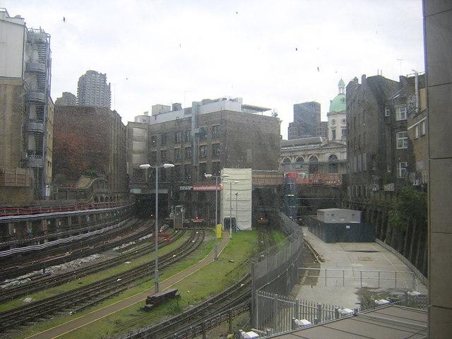 Farringdon station: view of Metropolitan Line tracks heading east