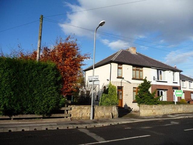 Shafton boundary sign, Weetshaw Close