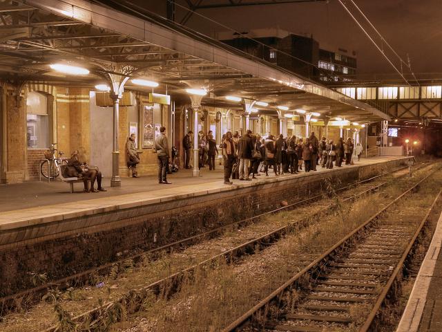 Altrincham Station, Platform 1