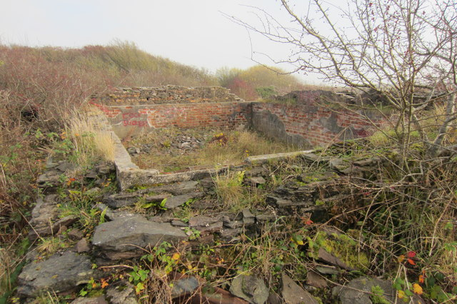Derelict building on a track leading to Redhills  Quarry