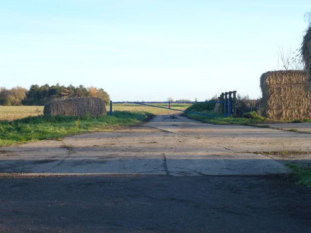 Entrance to Crowmarsh Farm