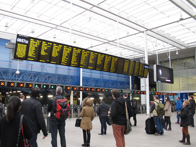 London Bridge station - new screens