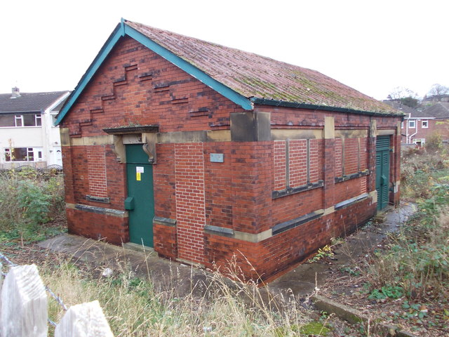 Electricity Substation No 1010 - Valley Road by Betty Longbottom