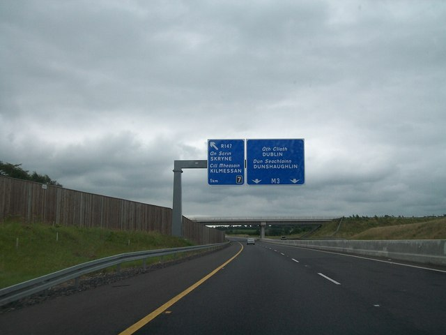 The south bound lanes of the M3 one kilometre north west of Exit 7