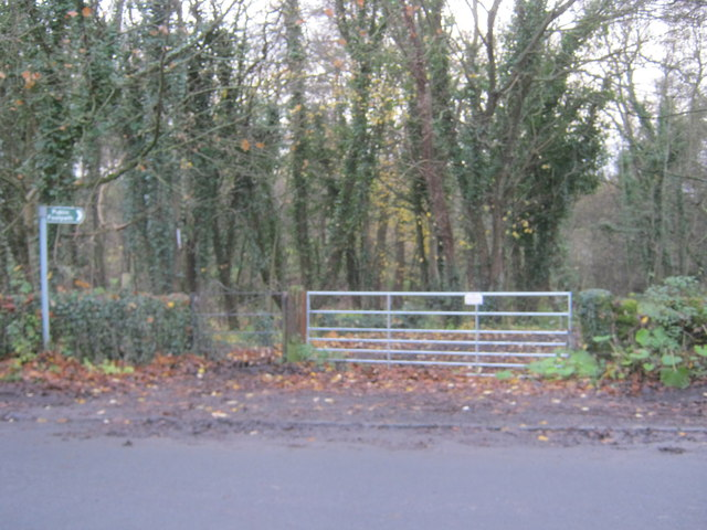 Entrance to footpath in Deepdale Woods from the B6277