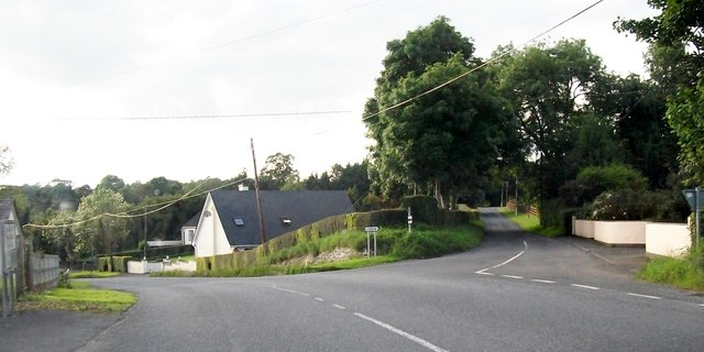 Minor road junction on the R162 at the hamlet of Ballinaclose
