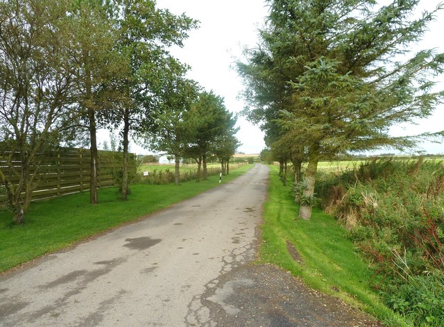 Track from the car park to the B7089