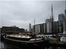 TQ3880 : View of a towerblock in Canary Wharf, The Gentry and the Citibank Building from Poplar Dock by Robert Lamb