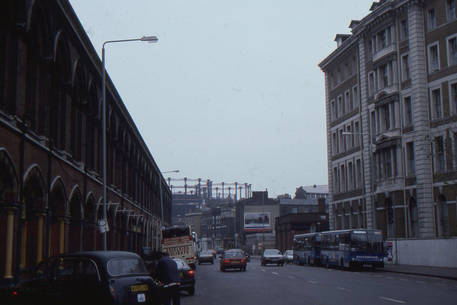 Pancras Road with Great Northern Hotel and St Pancras station. 1994