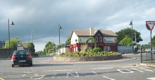 The Round O Bar and Lounge at the junction of the N51 and the R162