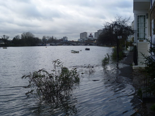 Flooded riverfront at Strand-on-the-Green