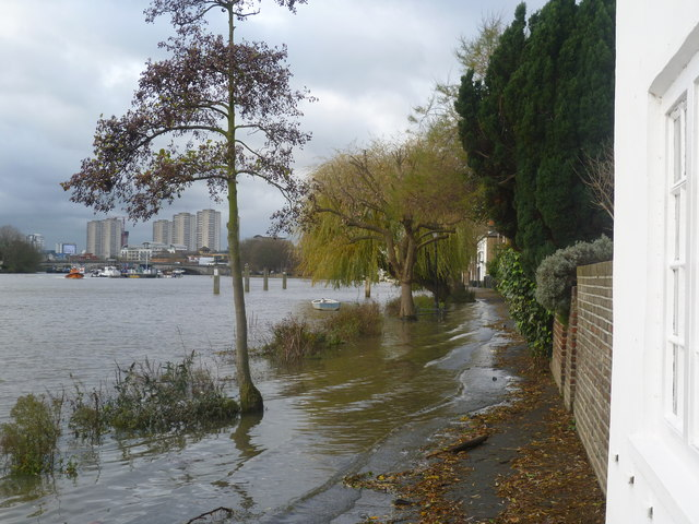 Flooding along the riverfront at Strand-on-the-Green