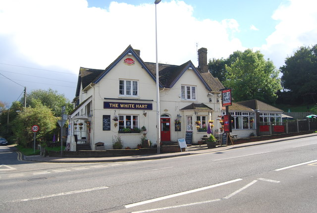 The Stag Maidstone >> The White Hart, Cuxton © N Chadwick cc-by-sa/2.0 :: Geograph Britain and Ireland