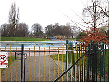 TA0729 : The outdoor paddling pool at West Park, Hull by Ian S
