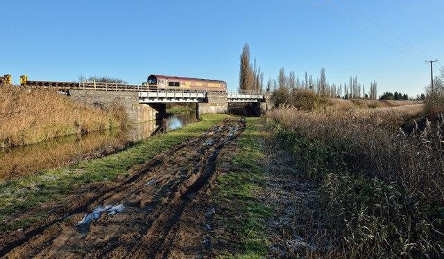 Train crossing Kings Dike bridge EMP/1835