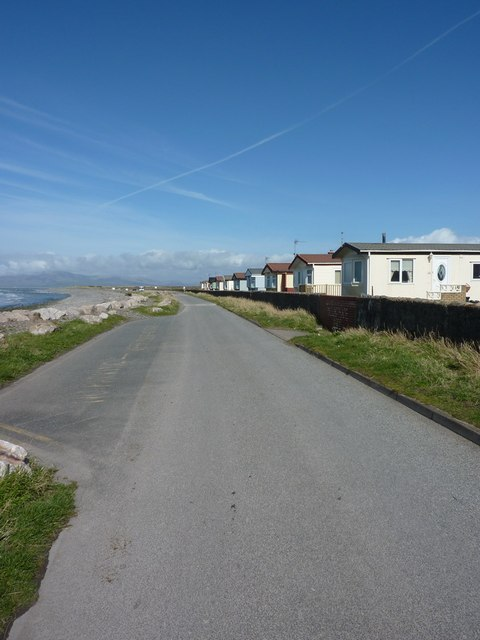 Road between West Shore Park and the sea