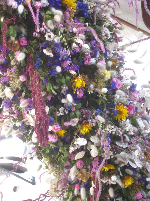 A close up view of the Cotehele Christmas garland