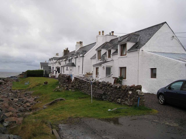 Seashore cottages in Strath