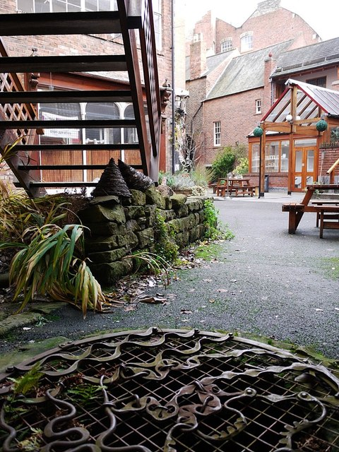 Courtyard of Black Swan, Westgate Road