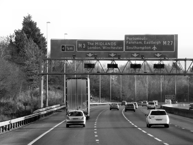M27, Sign Gantry Approaching Junction 4