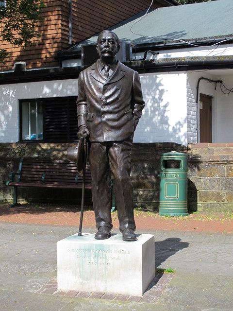 Statue of Sir Arthur Conan Doyle, Crowborough Cross (2)