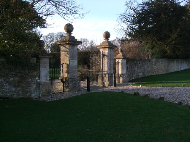 Gatepiers, Down Ampney House
