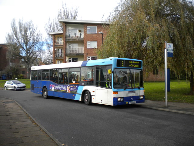Confused bus, Charminster Drive, Fenside