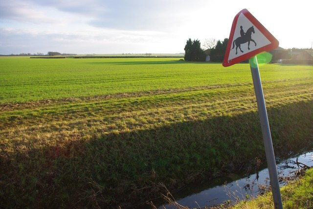 Signpost and field near Hilton