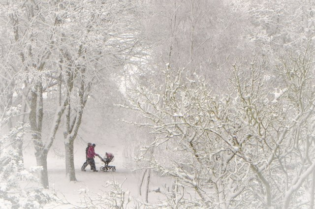 Yeovil: Family braving a snow storm in the Park