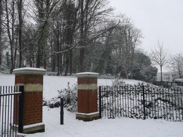 Entrance to Lower Lines Heritage Park, Gillingham