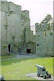 S0524 : Cahir Castle bailey by Stuart Logan
