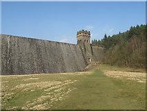 SK1789 : Derwent Reservoir Dam (Derbyshire) by Rude Health