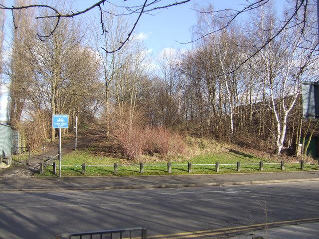 Disused railway embankment  - St Annes Road