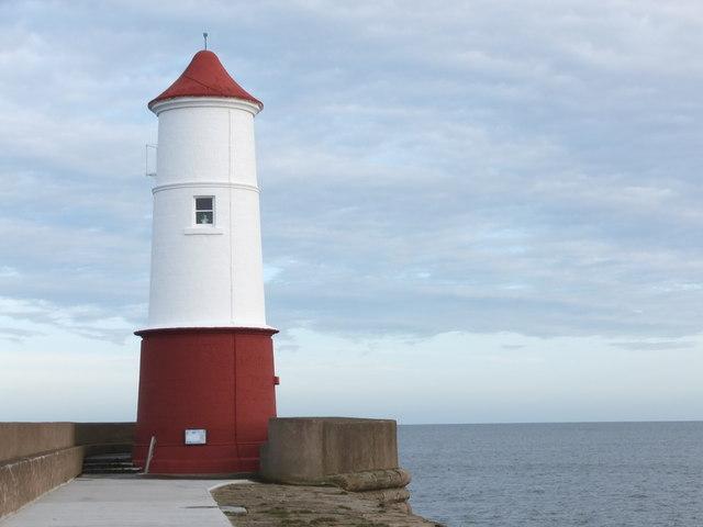 Berwick Lighthouse, smartly-painted