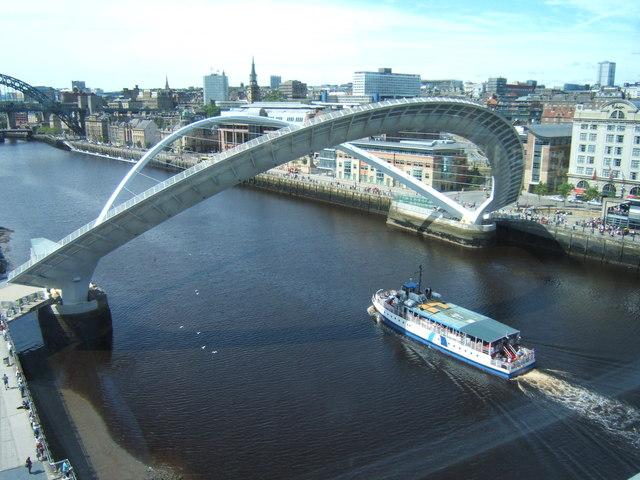 Boat sailing under the Millennium Bridge