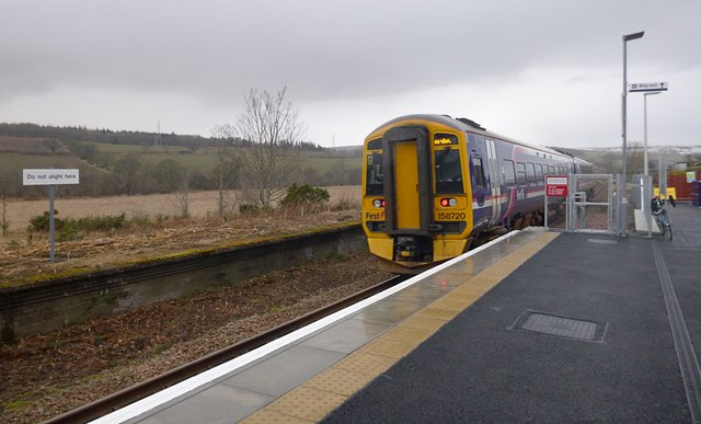 Train leaving Conon Bridge station