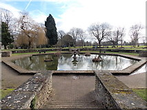 SO6302 : Octagonal pond, Bathurst Park, Lydney by Jaggery