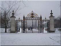 TQ2882 : Jubilee Gate, Regent's Park NW1 by Robin Sones