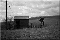 SU0664 : Old pump & shed by Gillie Rhodes