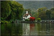 SU5980 : Goring Lock & Weir from the River by Gillie Rhodes