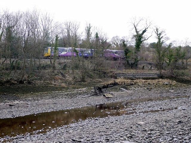 Remains of steam drifter, Ryton riverside
