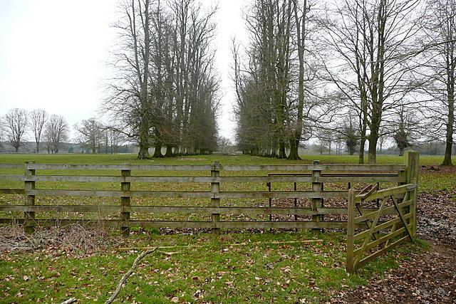 Footpath through Ditchley Park