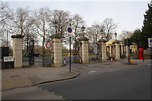 TQ2779 : Prince of Wales Gate entrance to Hyde Park by Roger Templeman